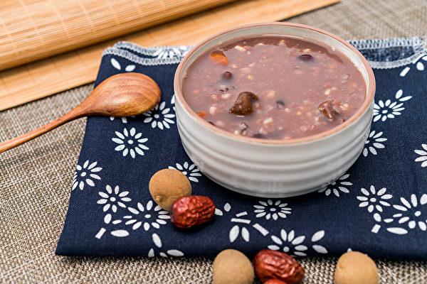 平時可以用哪些食療來幫忙我們養血呢?中醫師推薦4道養顏抗老的粥品。(Shutterstock)