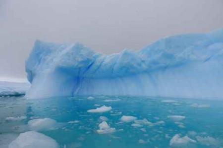 全球最大冰棚之一的拉森C(Larsen C)冰棚的一大部分崩解,只是迟早的事。图为南极。(fotolia)