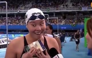 """里约奥运会期间,中国游泳运动员傅园慧因""""洪荒之力""""、""""表情包""""爆红网络。(视频截图)"""