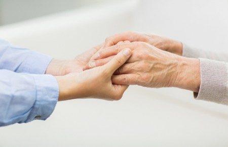 樂於奉獻與幫助別人的人過得更快樂。(fotolia)
