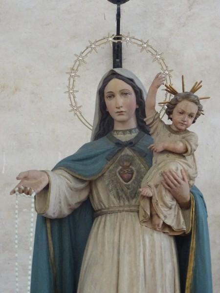 8月10日,一座古代教堂中圣母塑像落下眼泪。(大纪元)