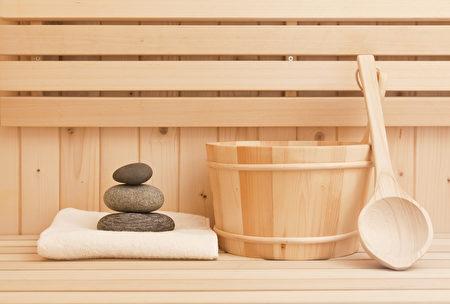 蒸桑拿可以讓汗孔打開。(Shutterstock)