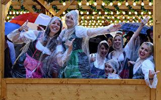 德国慕尼黑啤酒节雨中开幕