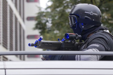 图为德国特种警察在演习。 (MICHAEL KAPPELER/DPA/Getty Images)