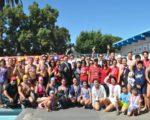 9月24日在蒙特利公园市巴恩斯公园国际标准游泳池,超过300位老少选手参加了第26届海华体育季暨第36届美国华人运动会游泳锦标赛。(洛侨中心)