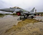 "图为一架英军""台风""战机(Typhoon jet flies )。 (SAC Neil Chapman/MoD via Getty Images)"