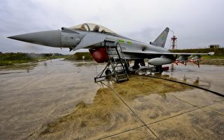 圖為一架英軍「颱風」戰機(Typhoon jet flies )。 (SAC Neil Chapman/MoD via Getty Images)