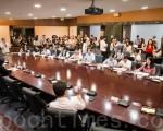 基本工资审议委员会8日在劳动部举行,虽然资方代表仅2位出席,但劳动部长郭芳煜(后左)宣布达法定人数顺利召开。(陈柏州/大纪元)