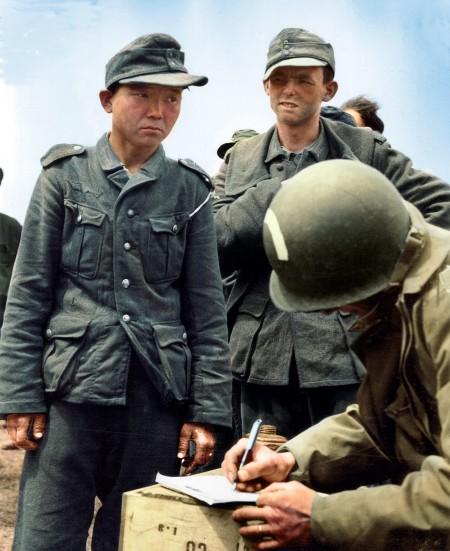 二战中曾为日本皇军、苏联红军和纳粹党卫军打仗的朝鲜裔军人杨景钟(Yang Kyoungjong,1920—1992,左)。(Courtesy of Marina Amaral)