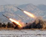 朝鲜9月5日再次试射三枚弹道导弹。图为朝鲜进行导弹试射。资料照片。(KCNA / KNS FILES / AFP)