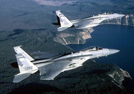 圖為F-15鷹式戰鬥機。(DAVE NOLAN/USAF/FILES/AFP)