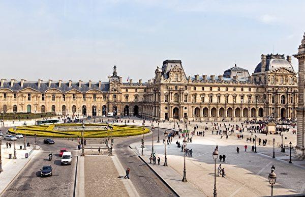 卢浮宫博物馆在巴黎(fotolia)