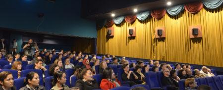 9月28日,獲獎紀錄片《難以置信》(Hard To Believe)在奧克蘭的學院電影院(Academy Cinemas)首次上映。(安萍/大紀元)