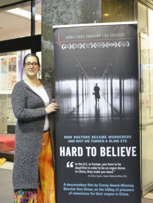 觀眾安東涅塔·帕拉(Antonieta Parra)表示新西蘭政府該和國際社會一起從根本上解決中共那邊強摘器官的問題。(安萍/大紀元)
