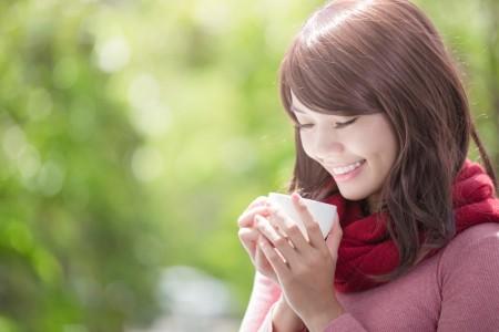 笑容可以讓自己與周遭的人增加幸福感。(shutterstock)