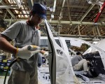 截至2015年底,日本企業持有的剩餘資金比去年增加了23兆日元,是10年前的2倍,增至377兆8,689億日元,4年連續增加創新高。日本政府對企業只存錢不花錢而苦惱,打算對企業的剩餘資金追加課稅,但遭到商工會的強烈反對。(Getty Images
