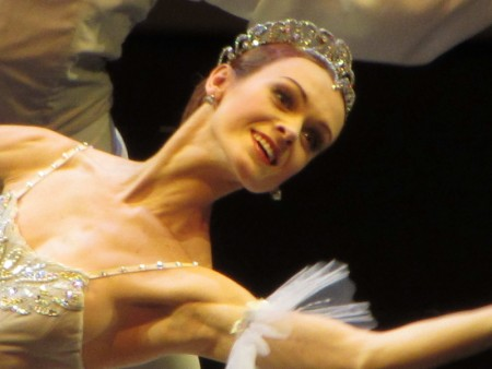 洛帕特金娜《天鹅湖畔的芭蕾伶娜》透露感情故事。(海鹏提供)