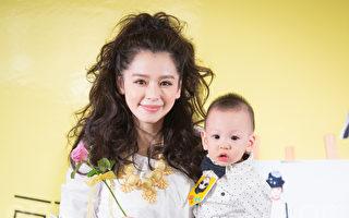 藝人徐若瑄9月14日在台北舉辦新書記者會,兒子「小V寶」(Dalton)擔任神祕嘉賓。(陳柏州/大紀元)