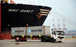 中国经济学家揭露有关中国经济的九大观点。图为青岛港口。(STR/AFP)