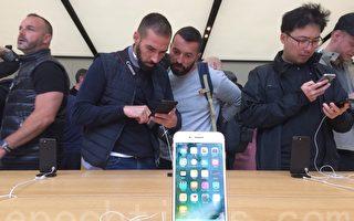 9月16日,蘋果手機iPhone 7正式在美國開賣。在舊金山聯合廣場旗艦店外,有iPhone發燒友徹夜排隊,希望搶先體驗iPhone 7。(林驍然/大紀元)