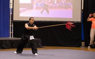 2016年9月17日,新唐人第五届武术大赛纽约初赛,前两届武术大赛冠军得主王百利在耍乌龙枪。(戴兵/大纪元)