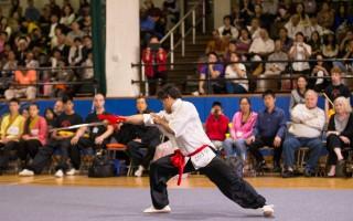 2016年9月17日上午,第五届新唐人武术大赛纽约初赛,男子器械组选手Leif Smith在表演基本剑术。(戴兵/大纪元)