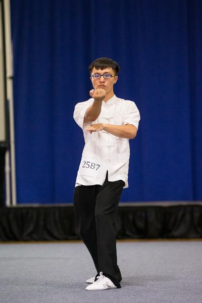 9月18日,新唐人武术大赛南方拳术组决赛,来自台湾的徐圣博 (HSU,SHENG-PO) 演示叶问咏春派拳术获得铜奖。(戴兵/大纪元)