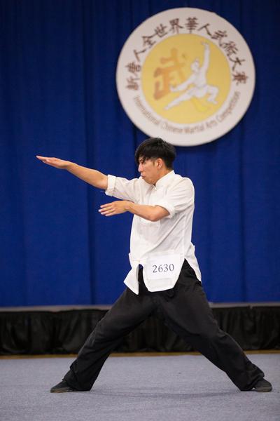 9月18日,第五届全世界华人武术大赛南方拳术组复赛,来自美国的陈冠宇(Guanyu Chen)展示蔡李佛门派的平拳获得铜奖。(戴兵/大纪元)