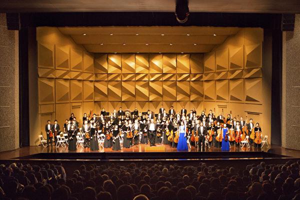 神韵交响乐团9月20日在彰化员林演艺厅表演,谢幕之时,观众掌声久久不绝。(摄影 / 陈霆)