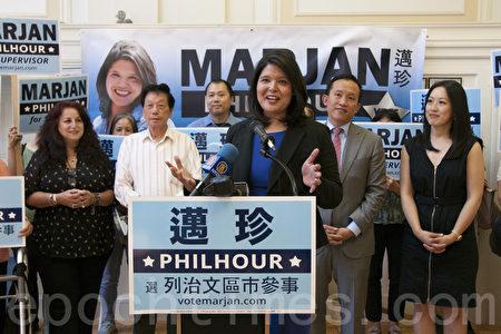 9月26日在旧金山市列治文区的竞选集会上,市议员候选人迈珍(Marjan Philhour)获州众议员邱信福背书。(周凤临/大纪元)