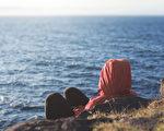 布罗根博士在2016年出版的新著中提出,忧郁不是一种疾病,而是一种机体失衡的症状和信号。(Bakhtiar Zein/Shutterstock)