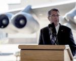 美国国防部宣布,未来五年将投入1,080亿美元对现有核武项目进行升级换代。图为国防部长阿什顿.卡特26日在北达科他州迈诺特空军基地发表讲话。(Tech Sgt. Brigitte BRANTLEY/US AIR FORCE/AFP)