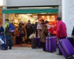 中国游客涌入日本商店爆买。(大纪元资料室)