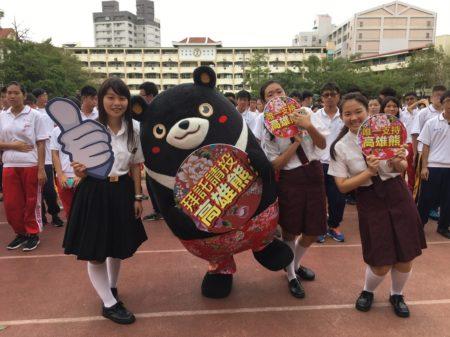 30日高雄熊到校園拉票,力拼全台吉祥物PK賽萌主。(高市觀光局提供)
