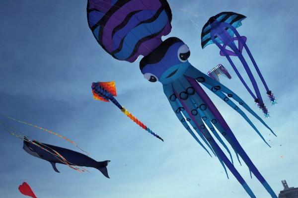 往年风筝节的卡通风筝。(ROMEO GACAD/AFP/GettyImages)