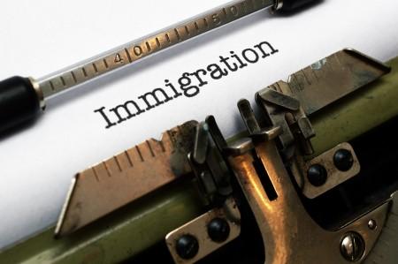 最新的民调显示,超过80%的人反对庇护城市对非法移民的庇护,而且超过77%的人认为美国移民制度应该进行改革。(Fotolia)