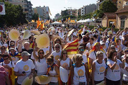 要求独立的群众。(JOSEP LAGO/AFP/Getty Images)