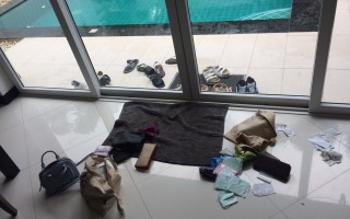 6名台湾女子22日入住泰国巴达雅一家独栋渡假别墅,当晚6人都异常沉睡,一早起来发现所有人的皮夹散落一地,现金被偷光,回想晚间时闻到一股古怪香味,十分可疑,已报警处理。(受害人提供)