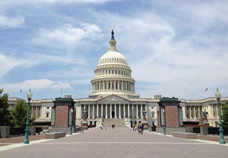 美国参众两院分别在11月16日和14日,压倒性通过了高达7千亿美元的2018年国防支出法案。图为美国国会。(摄影:程新/大纪元)