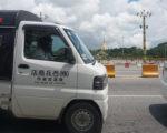 缅甸政府今年起规定所有进口新车必须左驾,中古车市场陷入观望,台湾的二手车相当有机会进军缅甸。图为仰光市区的日本二手车,后方为著名的大金塔。(中央社)