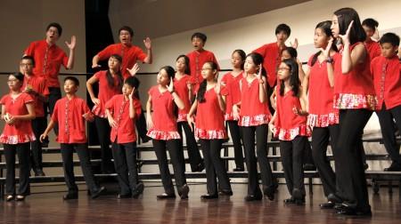 家扶青年苦練登台為夢想而唱。(家扶中心/提供)