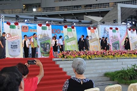 """罗东镇农会""""用台湾好豆、做出好豆奶""""上市发表会。(谢月琴/大纪元)"""