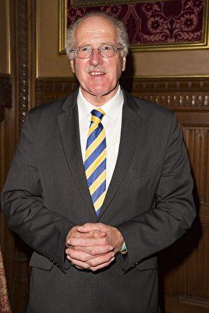 英國議員吉姆‧香農(Jim Shannon MP):「我代表英國議會中的議員們表示對此事會非常支持! 這是改變的呼聲!」(大紀元/Simon Gross)