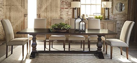 """Bench*Made""系列的宴会长桌。(湾区家具行Bassett提供)"