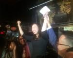 牛毓琳宣布當選。(蔡溶/大紀元)