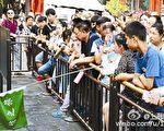 不同旅行社的导游在故宫、颐和园随团提供的讲解服务,有时导游会随意穿插大量未经考证的传闻、野史。(网络图片)