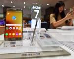 2016年10月10日,三星公司和美國消費品安全委員會敦促用戶全面停用所有的Galaxy Note 7。(JUNG YEON-JE/AFP/Getty Images)