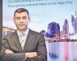 惠誉高级董事Alex Bumazhny表示,8月博彩收入为连续26个月负增长后首次正增长。(余钢/大纪元)