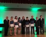 皇后區區長凱茲(左五)在台美文藝協會年度籌款晚宴上褒獎皇后區優秀的華裔藝術家。 (林丹/大紀元)