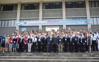 「2016青年水資源永續教育暨APEC區域發展中心的研習 工作坊」在屏東科技大學舉行,5日開幕,有來自13個 經濟體的專家參加,研討如何提升APEC區域的水資源的 永續發展。 (屏東科技大學提供/中央社)